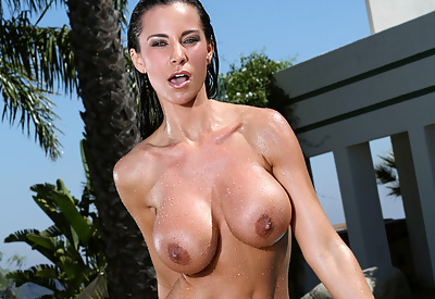 Picture Gallery of Laura Lee Slips Off Her Teardrop Bikini and Gets Splashed with Water