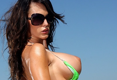Picture Gallery of Jenna Presley Skimpy Bikini and Oil Covered Breasts