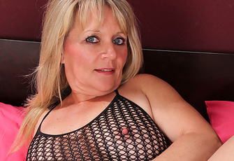 Horny Bobbie Jones Satisfies Her Urge To Masturbate