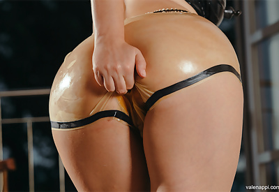 Picture Gallery of Valentina Nappi does latex and double pussy shoot