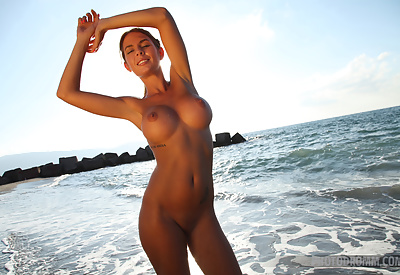 Picture Gallery of Alexa crushing the waves while posing naked