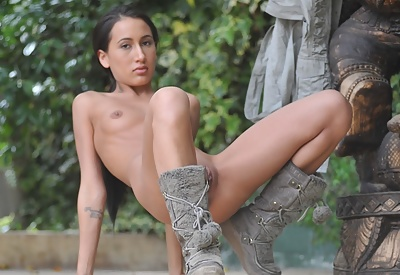 Picture Gallery of Amia Miley is nude in public showing her smooth shaved pussy