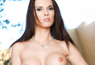 Jennifer Dark in Talented Edition