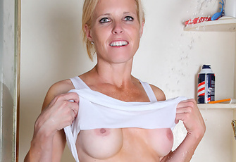 Anilos Georgie Shaves Her Wet Creamy Pussy Inside The Bathroom