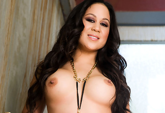Curvy Hawaiian island girl Kayme Kai shakes her naked hula hips and lets her tanned boobs sway in this stairwell quickie photo set!