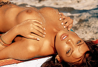 Playmate of the Month November 2005 - Raquel Gibson
