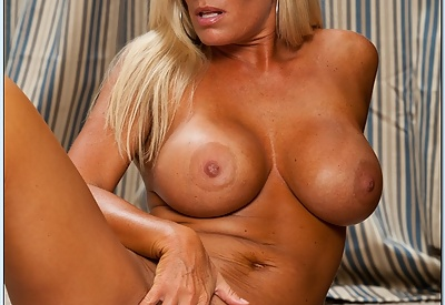 Picture Gallery of Kristal Summers makes a move on her son's best friend