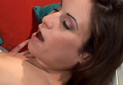 Picture Gallery of Amber Rayne gets her soaked Pussy and Clit vibrated