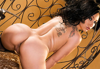 Roxy Jezel spreads her pink pussy lips wide on the chair