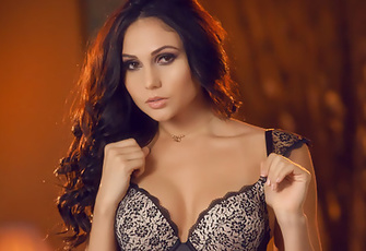 Sultry Ariana Marie