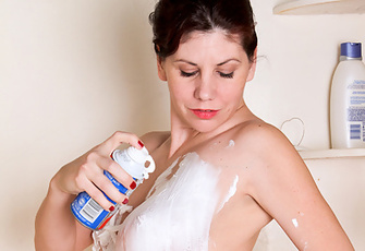 Sweet Milf Kinsey Massages Cooling Shaving Cream On Her Wet Nude Body And Big Titties