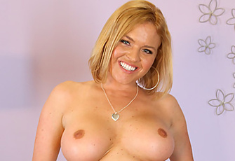 Slutty Blond Krissy Lynn Couldn't Wait To Masturbate For Her Live Show
