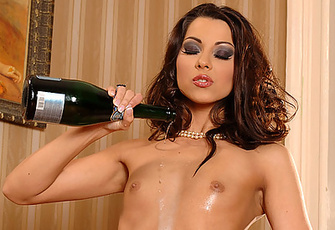 Klaudia Gets Wet Fucking Herself With A Champagne Bottle